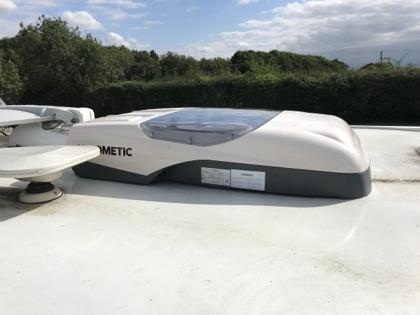 Dometic FreshLight 2200 Air Conditioning