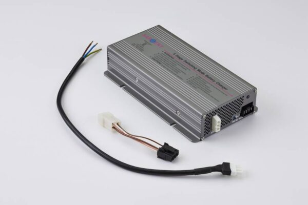 Sargent Three Stage12 Volt 300W Battery Charger Batteries, Chargers & Management